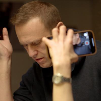 Investigimi– Navalny incizon oficerin rus duke i shpjeguar si e helmoi