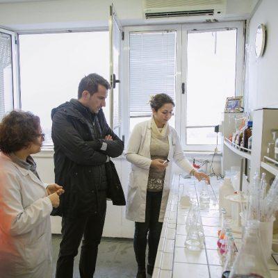 Mashtrimi i konsumatorëve shqiptarë me ujin e pijshëm
