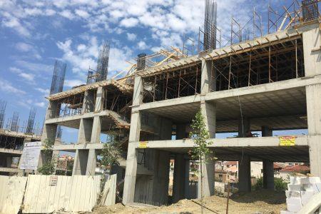 Asnjë pallat i përfunduar në afat për tërmetin në Shijak